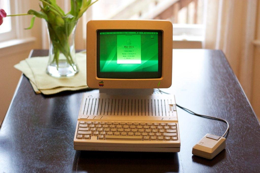 Tehnologie din 2004 indesata intr-un Apple IIc din 1984 – Credeti?