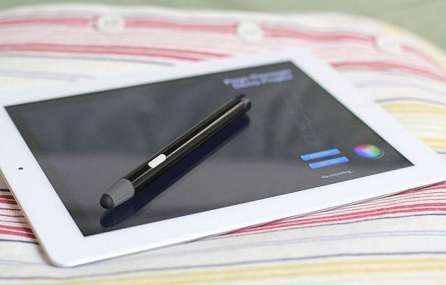 Ten One Design Blue Tiger – stylus pentru iPad cu senzor de presiune
