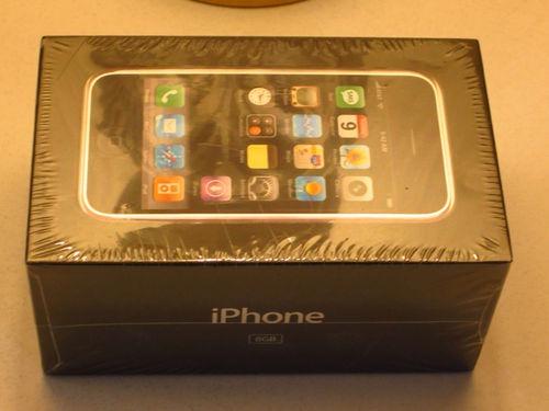 Originalul iPhone se vinde pe bani grei