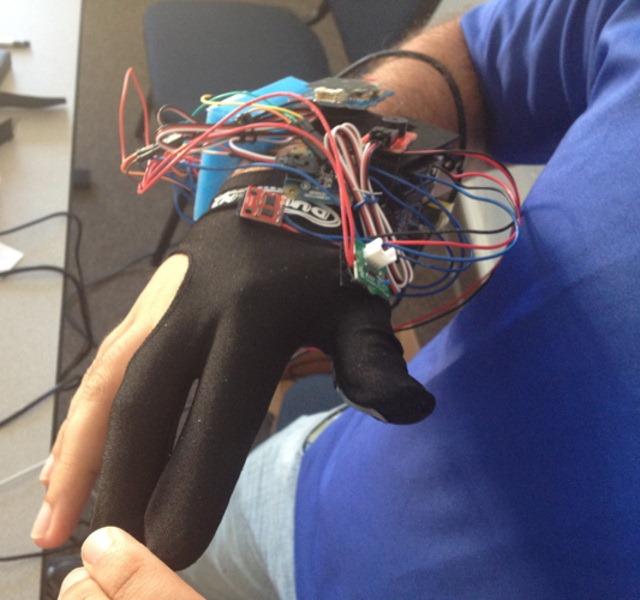 Glove Tricorder –  prototip cu viitoare aptitudini de medic