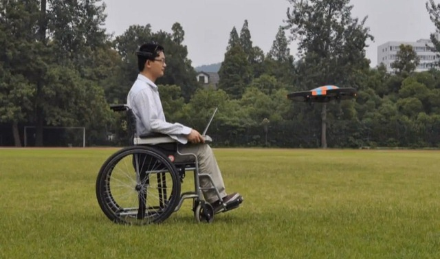 Flying Buddy 2 te ajuta sa controlezi un AR Drone cu mintea