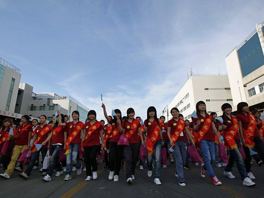 Noi valuri de greve la Foxconn afecteaza disponibilitatea noului iPhone