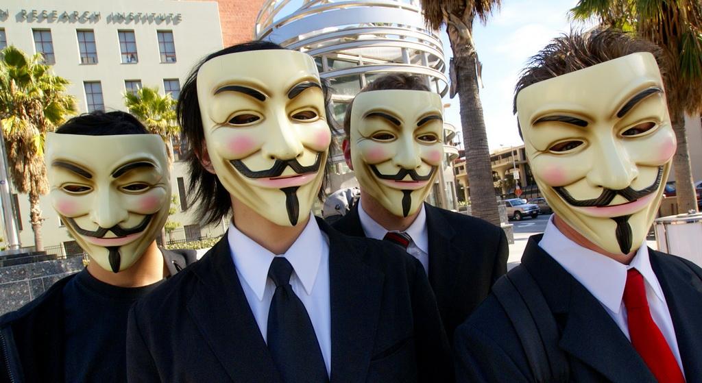 Anonymous face petitie la Casa Alba