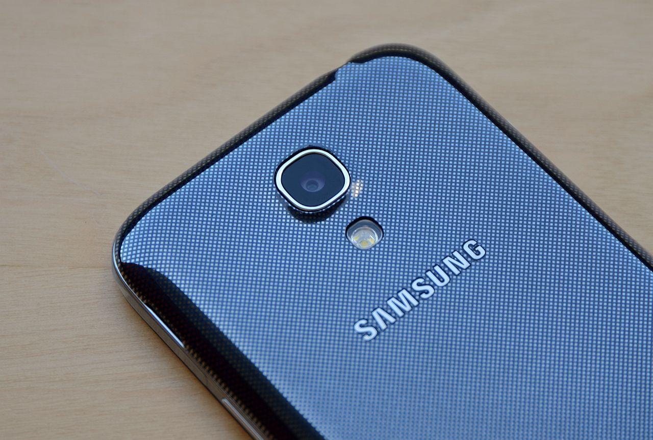 Noul telefon Facebook ar putea fi produs de Samsung