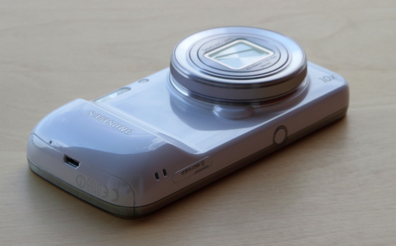"Samsung Galaxy S4 Zoom – ""Am un telefon in camera foto"" [REVIEW]"