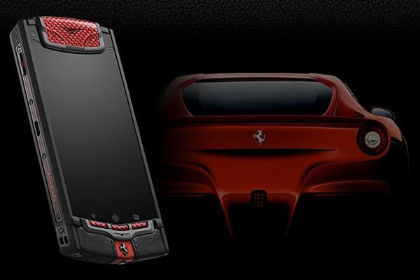 Vertu TI Ferrari Limited Edition, un nou gadget exclusivist facut manual