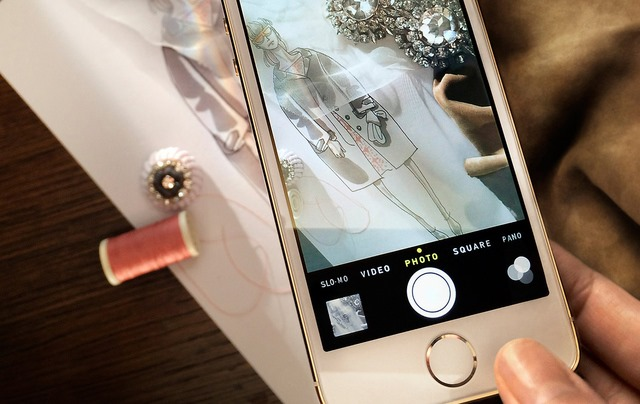 iPhone 5S in fashion: Burberry isi filmeaza noua colectie [+VIDEO]