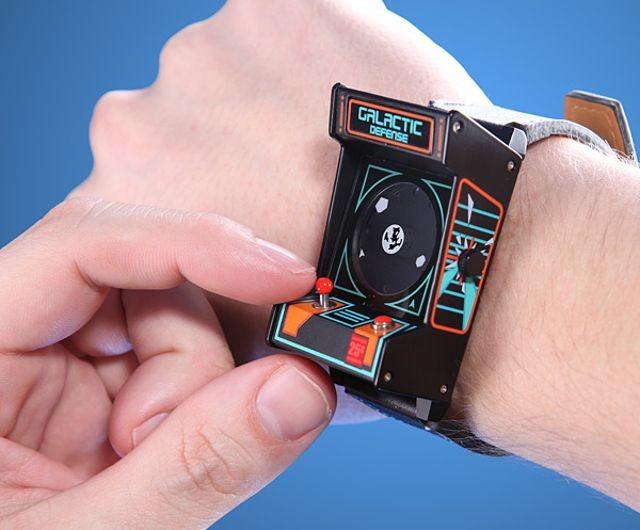 Classic Arcade Wristwatch este un ceas pentru gamerii adevăraţi