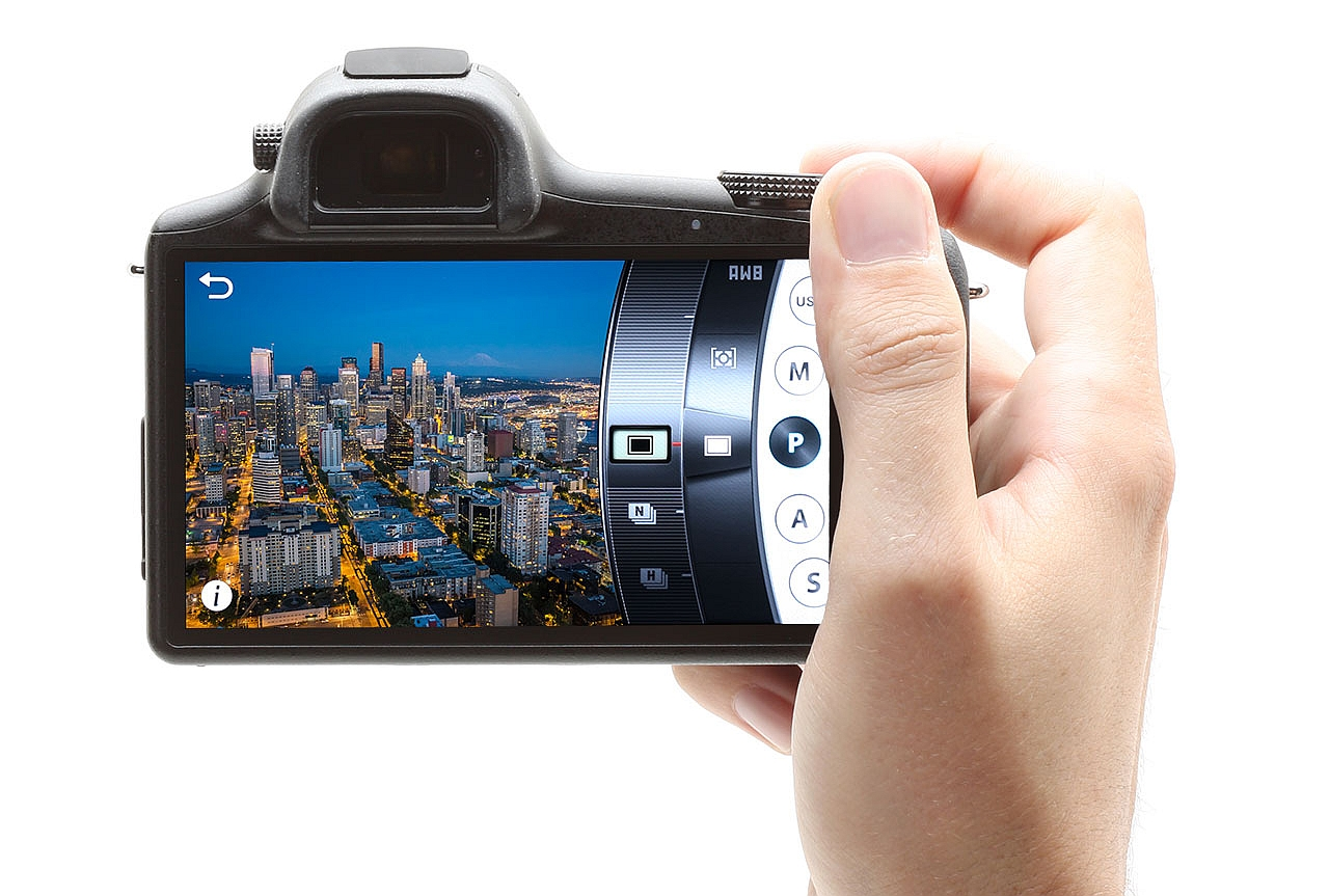 Samsung Galaxy NX, mirrorless cu Android la pachet [REVIEW]