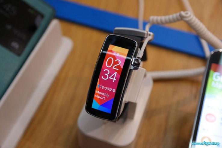 Samsung Gear Fit primește update-ul pentru afișarea corectă