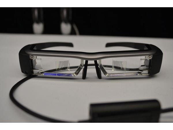 Ochelarii Epson Moverio – o alternativă interesantă la Google Glass