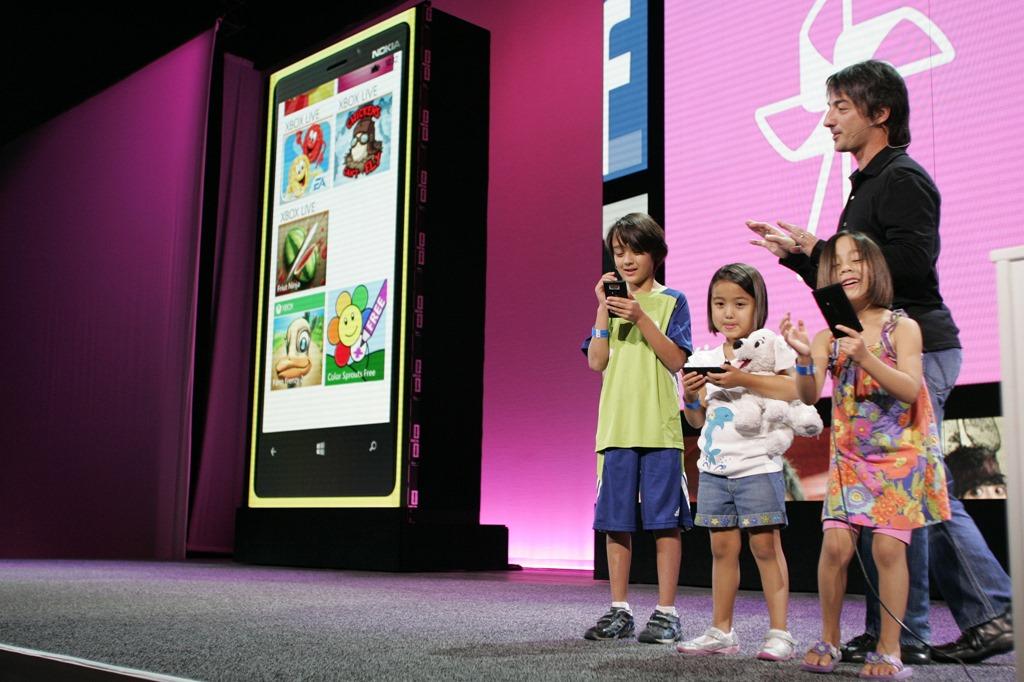 Un copil de 10 ani îşi manifestă aprecierea pentru Windows Phone [VIDEO]