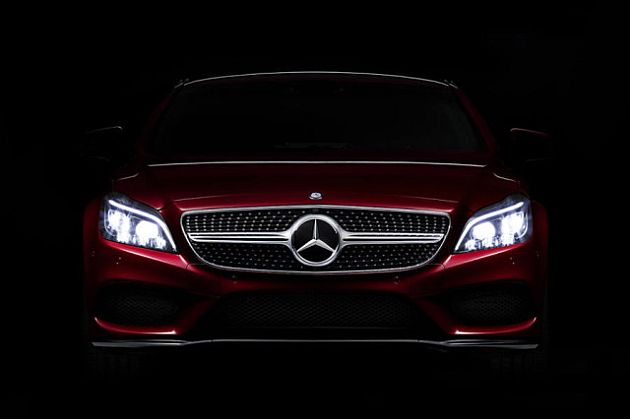 Mercedes-Benz introduce un nou sistem de faruri, LED Multibeam