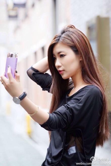 Selfie-camera de la Sony care arată ca o sticlă de parfum