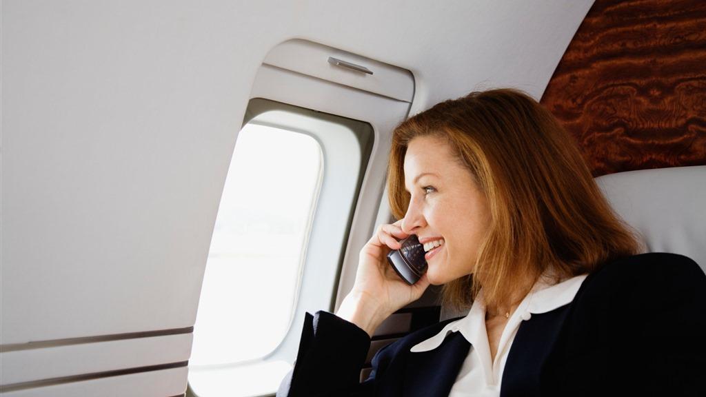 În Europa este acum legal să vorbeşti la telefon în avion