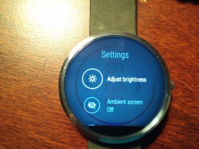 Probleme cu Motorola Moto 360 –  ecranul reţine imaginile afişate mult timp