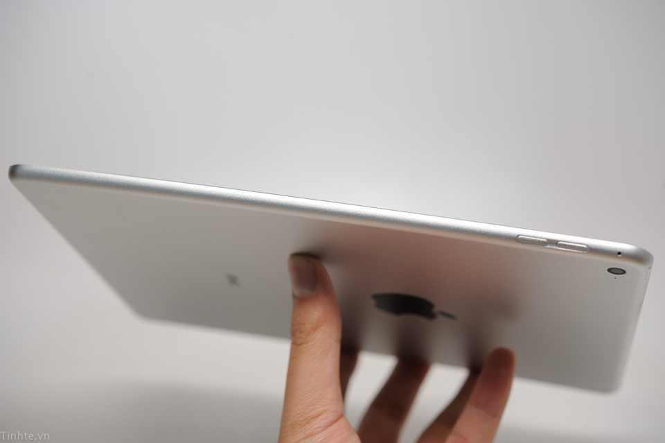 Testul absurdului: oamenii îndoaie iPad Air 2 și se laudă pe YouTube [VIDEO]