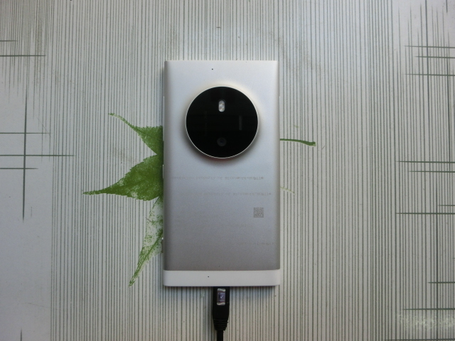 Telefonul Lumia pe care Nokia nu l-a mai lansat e scos la licitație