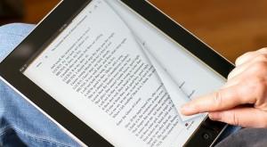 Studiu: Cititul pe dispozitive electronice dăunează somnului