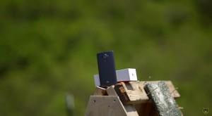 LG G4 împuşcat cu o mitralieră arată spectaculos [VIDEO]
