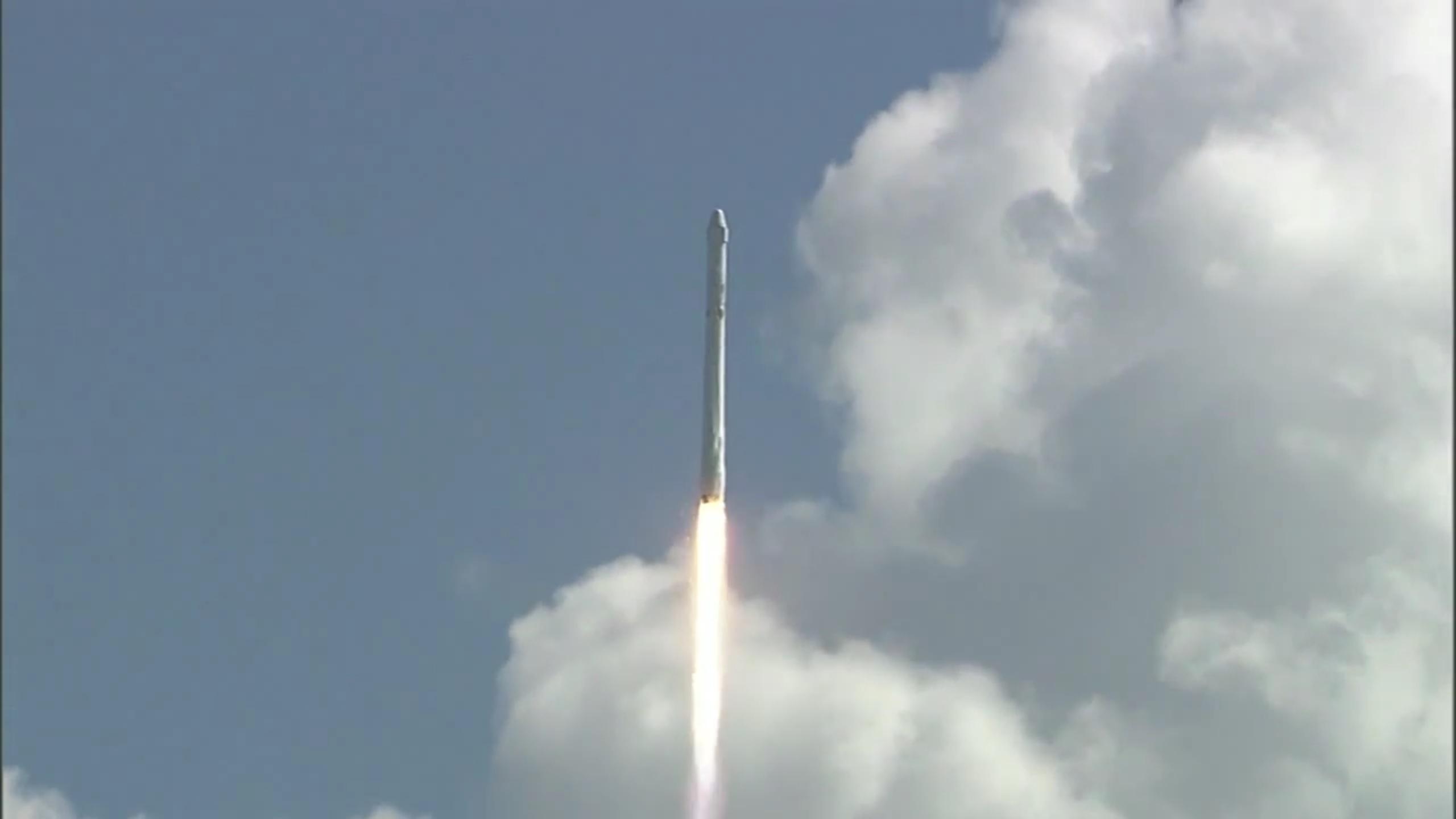 Racheta celor de la SpaceX a explodat imediat după lansare ...