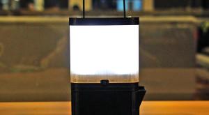 SALt este prima lampă care luminează doar cu apă şi sare