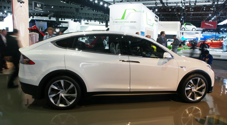 Tesla Model X te protejează împotriva armelor biologice