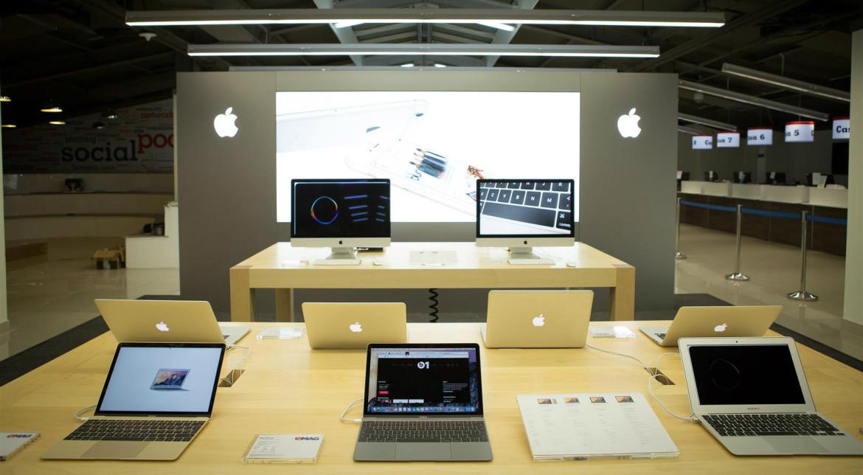 Cei de la eMAG au deschis primul Apple Shop din România