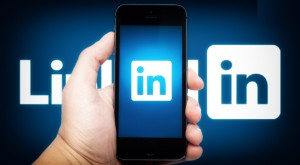 LinkedIn actualizeaza aplicatiile de iPhone si Android