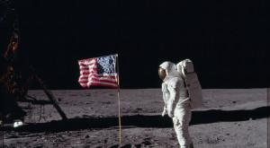 NASA a publicat online cele mai atrăgătoare imagini din misiunile Apollo