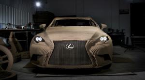 Acest Lexus este realizat în întregime din carton și poate fi condus