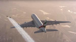 Doi oameni cu jetpack zboară în jurul unui Airbus A380