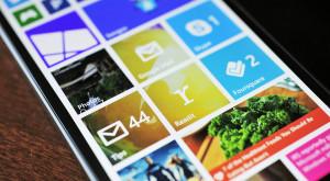 Microsoft ar putea lansa huse de telefoane cu ecrane secundare