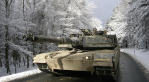 Soldații americani fac drifturi cu tancurile pe gheață