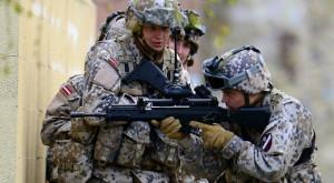 De ce unele armate folosesc ținute de camuflaj cu model pixelat