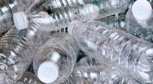 """S-au descoperit bacteriile care pot """"mânca"""" sticlele de plastic"""