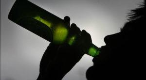 Această brățară inteligentă detectează nivelul de alcool din sânge