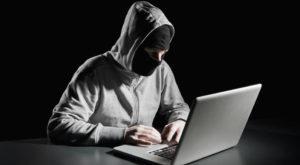 Hackerul care a furat milioane de dolari din bănci, obligat să înapoieze toți banii