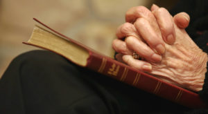 Religiile ar putea dispărea pe măsură ce oamenii se îmbogățesc