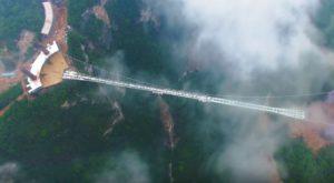 Dacă ți-e frică de înălțime, cel mai lung pod din sticlă îți va da coșmaruri [VIDEO]