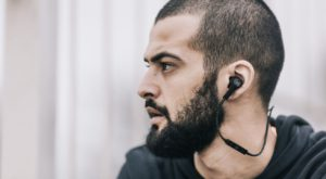 Beoplay H5 sunt căștile wireless de invidiat de la Bang & Olufsen