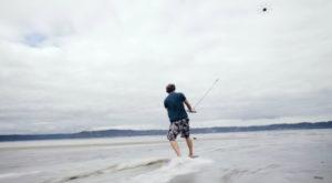Dronesurfing este sportul pe care orice pasionat de drone ar trebui să-l încerce