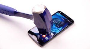 """A fost găsită """"rețeta"""" pentru ecranul de smartphone care nu se sparge"""