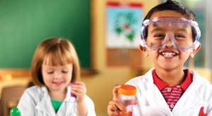 Oamenii de știință învață copiii să nu mai creadă în pseudoștiință