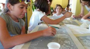 O fetiță genială din Galați se folosește de matematică pentru a picta