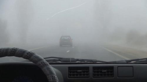 Cum eviți aburirea geamurilor mașinii pe timp de iarnă