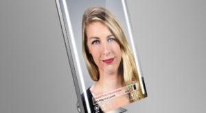 Oglinda inteligentă te ajută să încerci machiaje înainte să le cumperi