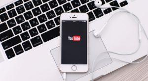 Cum asculți clipuri de pe YouTube pe iPhone cu ecranul închis, fără să instalezi vreo aplicație