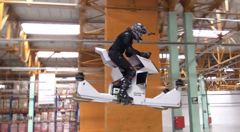 Această motocicletă zburătoare este desprinsă din filmele SF [VIDEO]