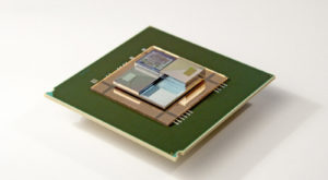 Această baterie cu curgere alimentează și răcește procesoarele simultan